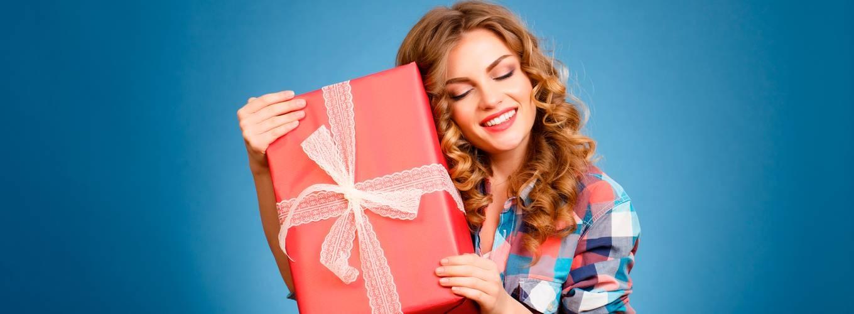 Стоит ли покупать ВИП подарок для женщины: ассортимент, популярные варианты, особенности выбора